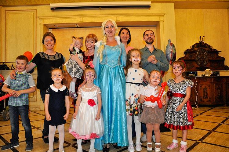 Аиматор Эльза и дети