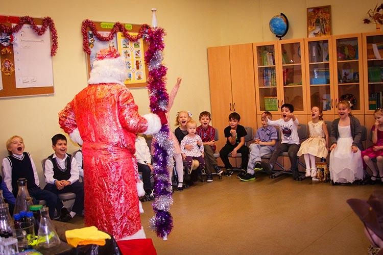 Дед Мороз - ведущий новогоднего химического шоу