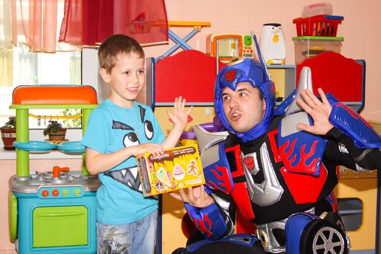 Аниматор Трансформер на день рождения в детском саду